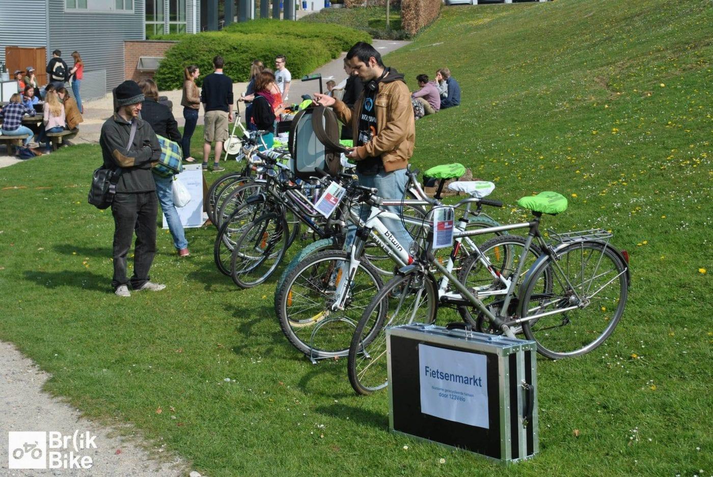 Marché Vélo tourde langs de campussen